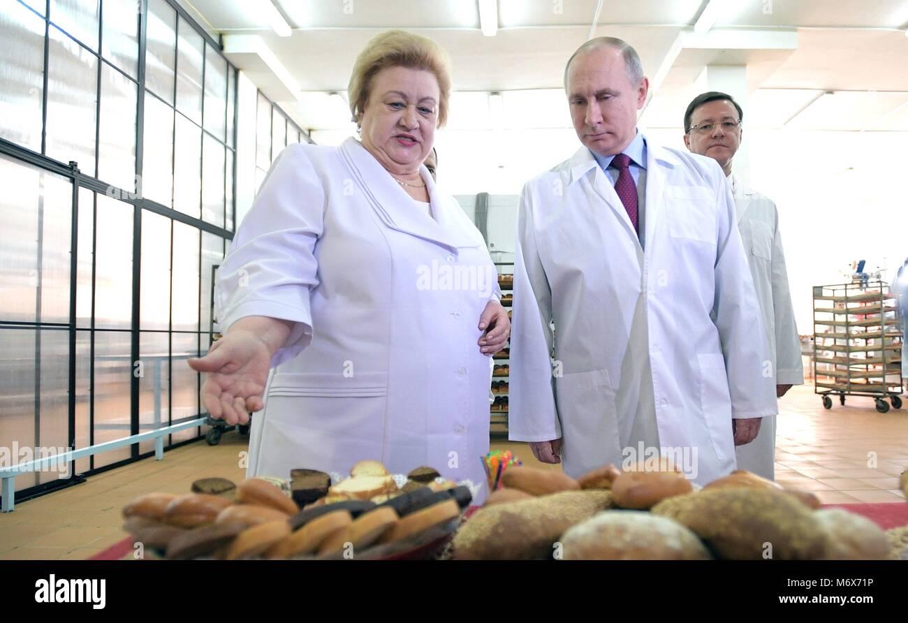 Samara, Russia. 07th Mar, 2018. Russian President Vladimir Putin tours the Samara bakery and confectionery complex Stock Photo