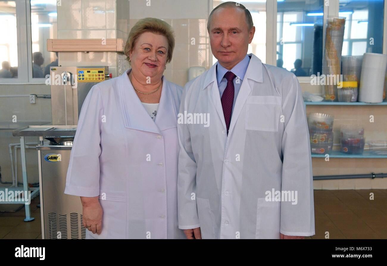 Samara, Russia. 07th Mar, 2018. Russian President Vladimir Putin poses with Samara bakery and confectionery complex - Stock Image