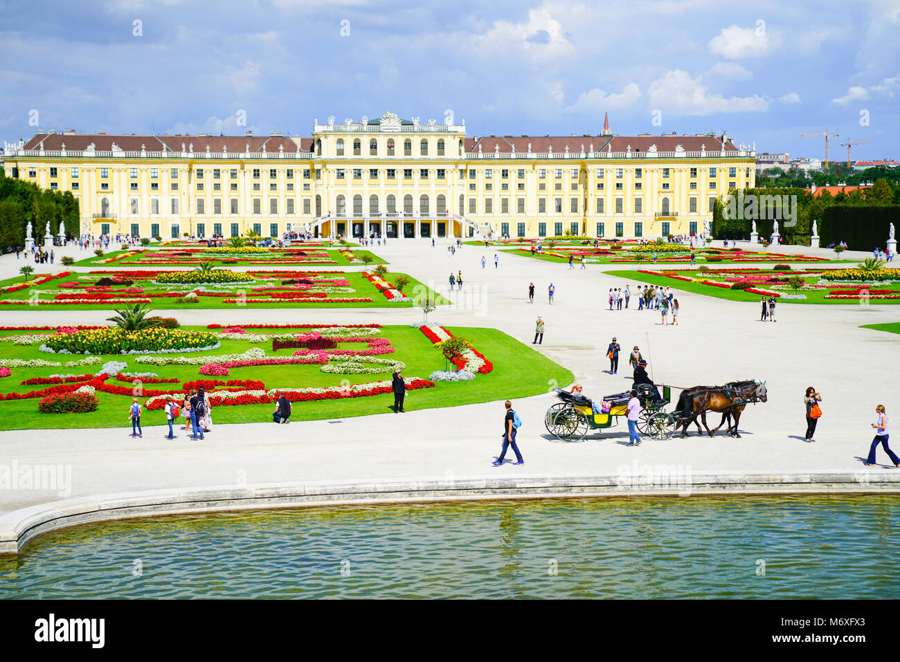 VIENNA,AUSTRIA - SEPTEMBER 4 2017; Tourists and horse and carriage in frontt Baroque architectural Schonbrunn imperial - Stock Image