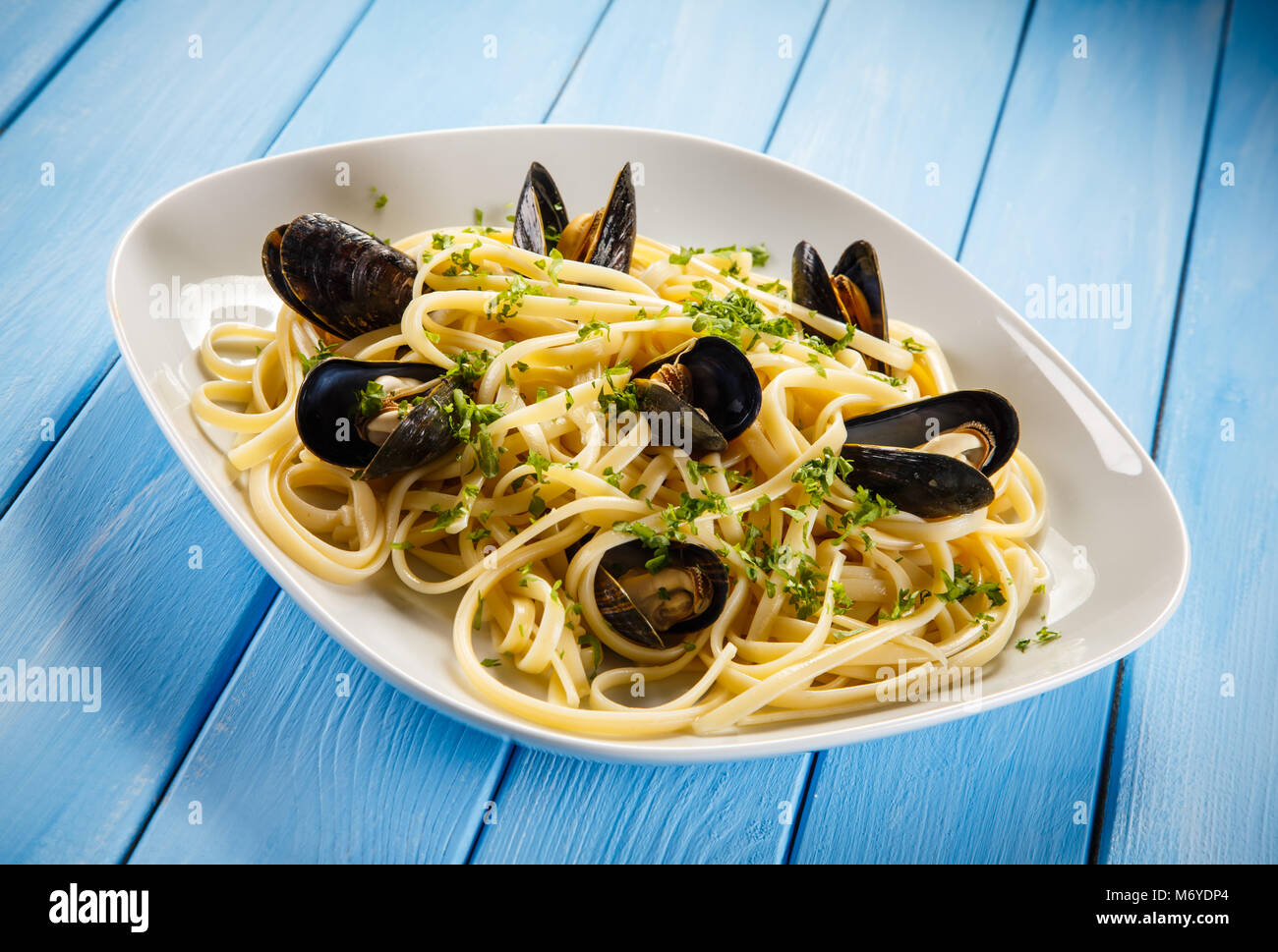 Cooked mussels and pasta - Stock Image