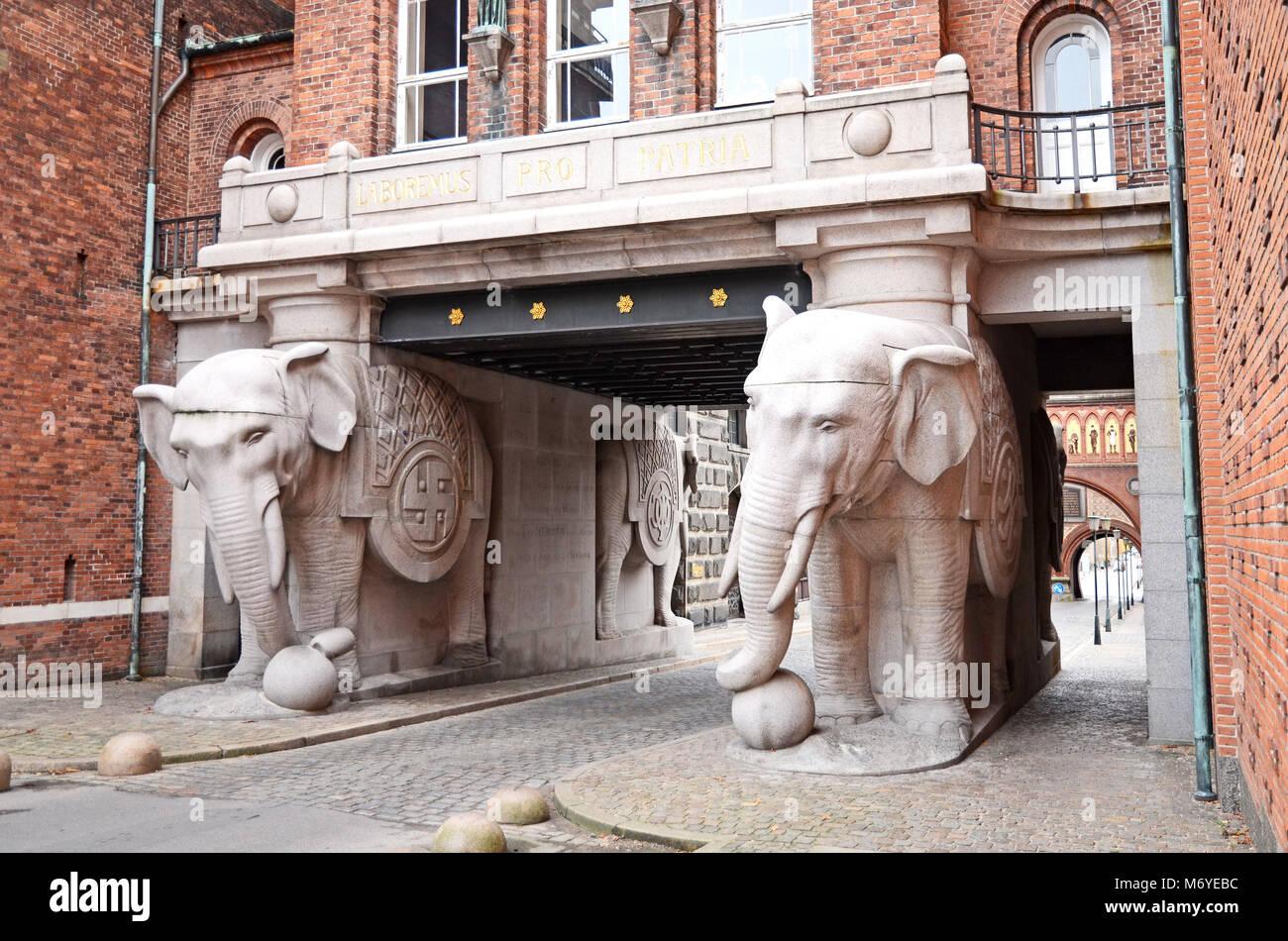 The Elephant gate at the Carlsberg brewery in Copenhagen, Denmark - Stock Image