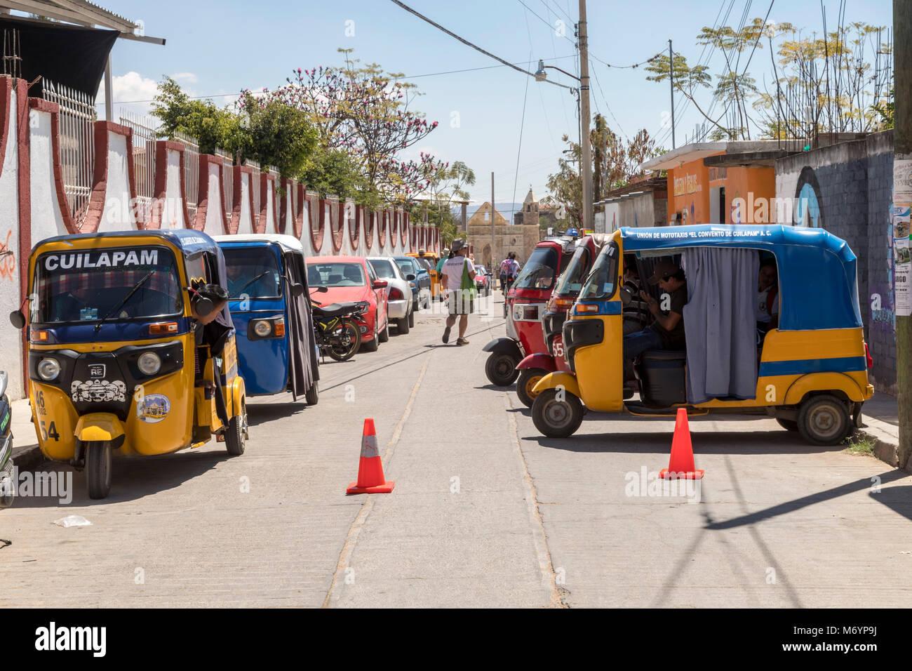 Wheel City Motors >> Cuilapam De Guerrero Oaxaca Mexico Three Wheel City Taxis Made