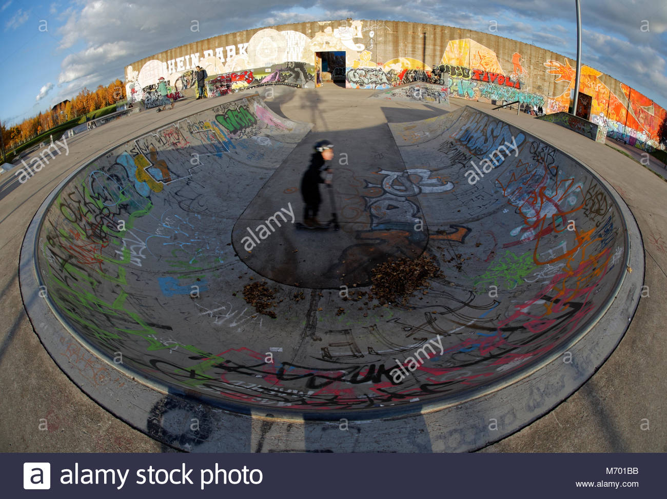 Graffiti Duisburg skatepark sport scateboarder half pipe recreation colourful