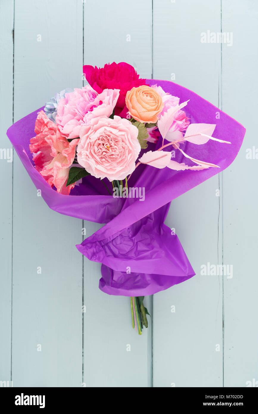 Mazzo Di Fiori Costo.Crepe Paper Flower Bouquet Stock Photo 176408217 Alamy