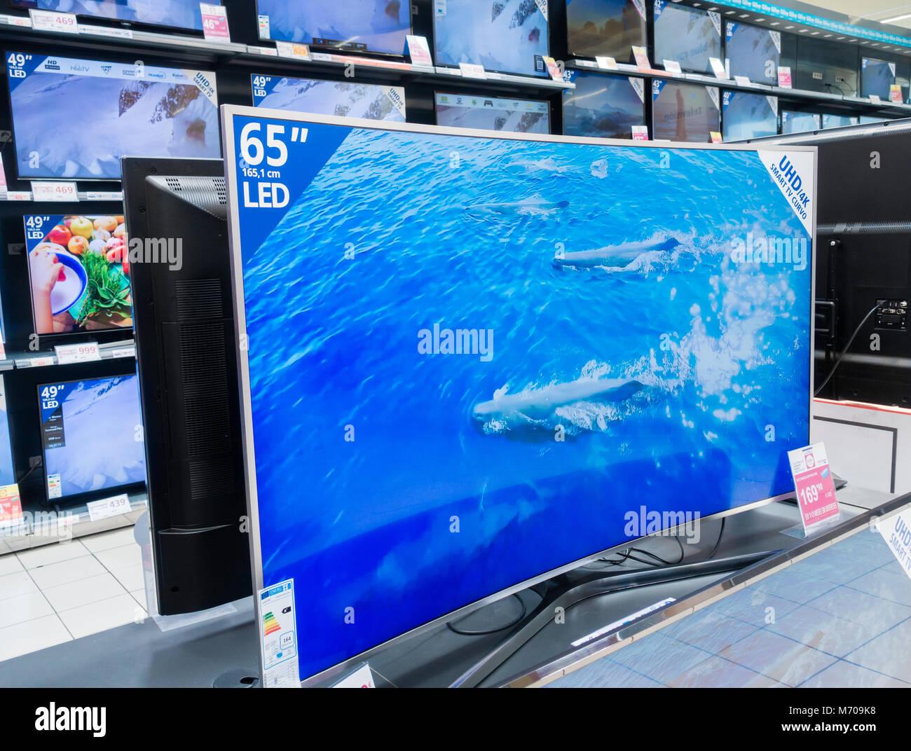 Samsung 65' UHD 4K curved smart TV in Spanish supermarket - Stock Image