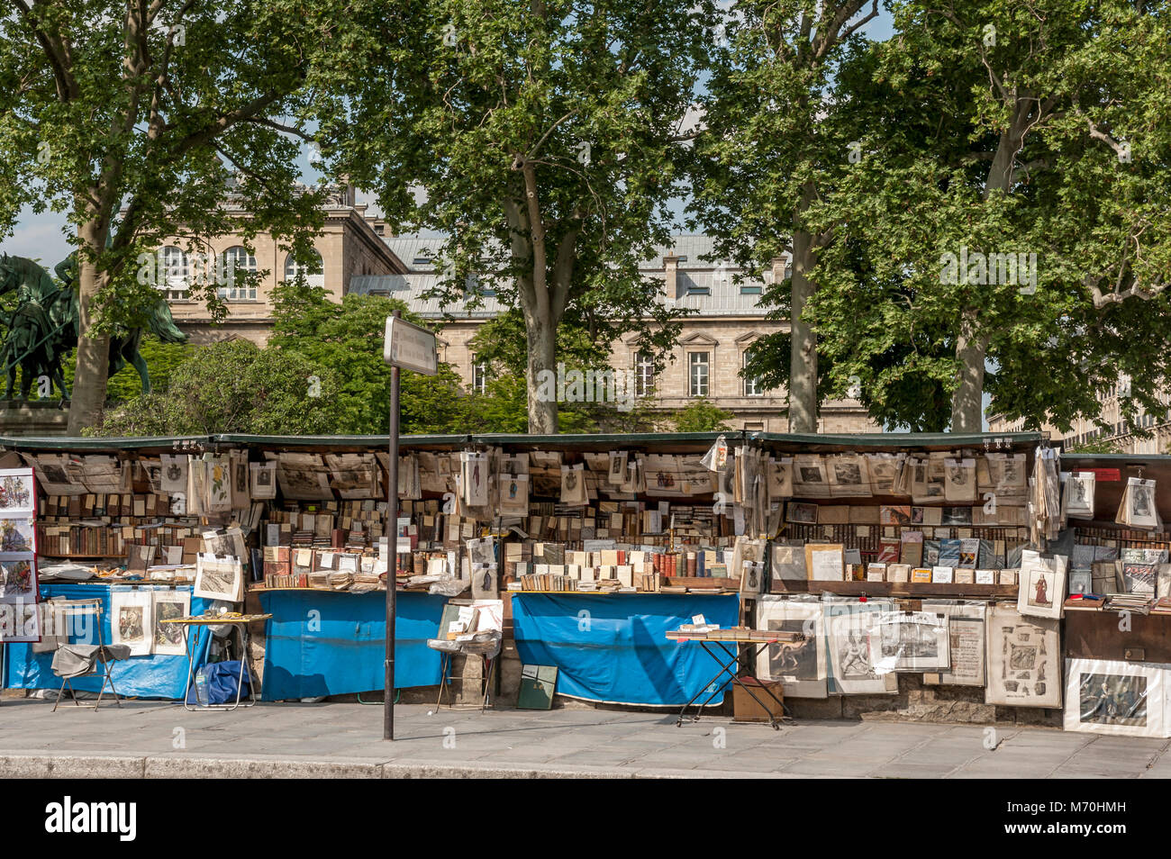 PARIS, FRANCE:  Outdoor Booksellers and Art Dealer along on the Quai  de Montebello on the Banks of the River Seine - Stock Image