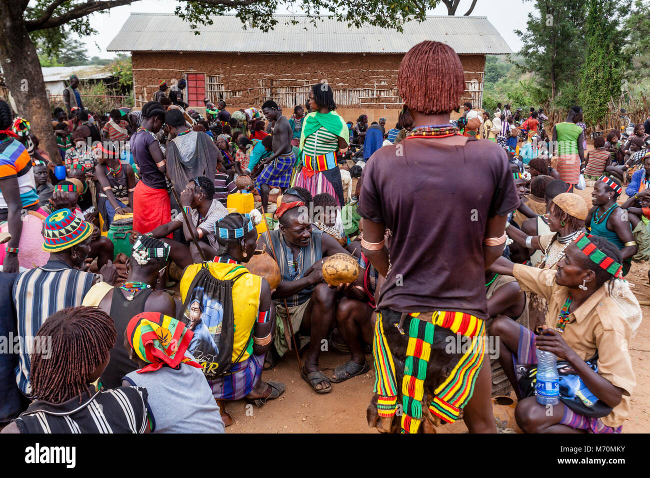 Hamer and Banna People Socialising At The Alduba Tribal Market, near Keyafer, Omo Valley, Ethiopia - Stock Image