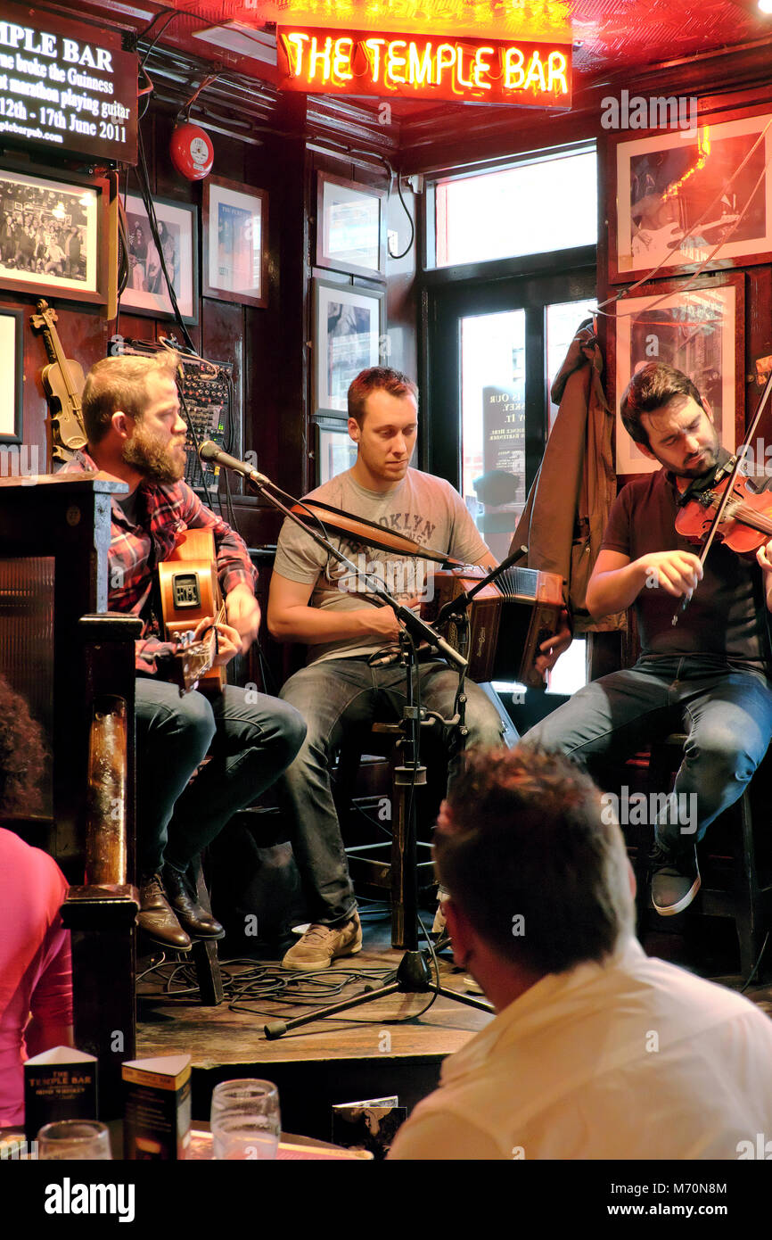 Traditional Irish music session, The Temple Bar pub, Temple Bar, Dublin, Ireland - Stock Image
