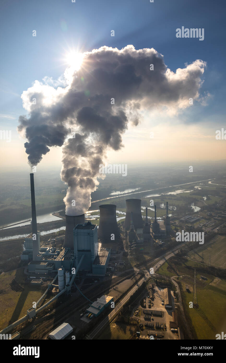 RWE Power AG, Gersteinwerk power plant, coal-fired power plant with, exhaust cloud, on the Lippe in Werne. Emissions, - Stock Image