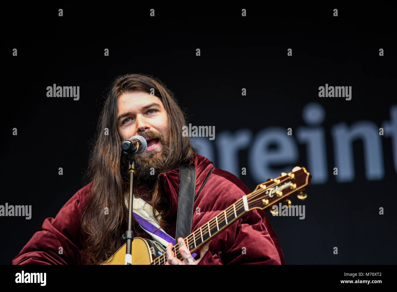 Simon Neil of Biffy Clyro performing at the March 4 Women women's equality protest organised by Care International - Stock Image