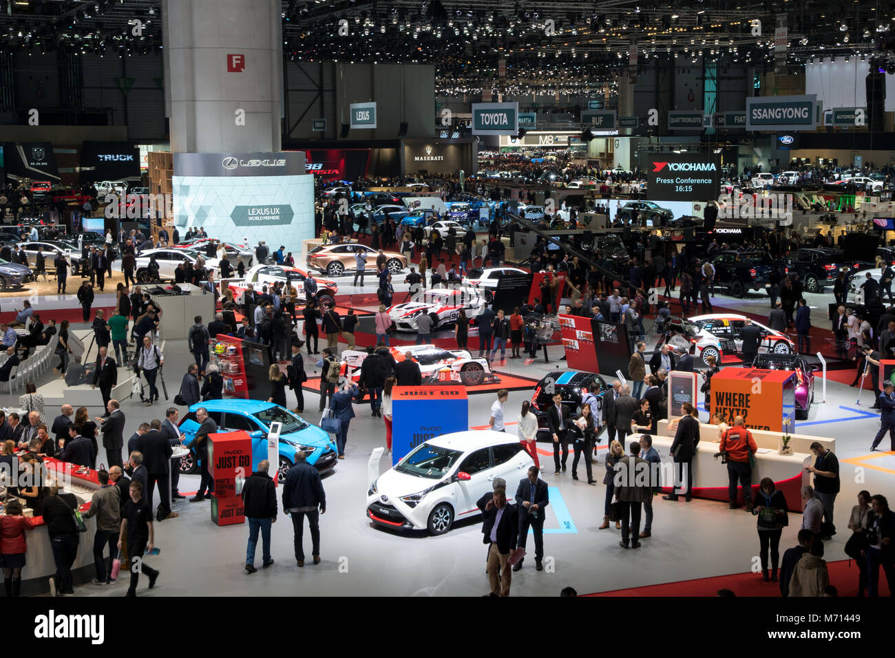 Geneva, Switzerland. 6th March, 2018. Visitors and cars at the 88th Geneva International Motor Show. Credit: JLBvdWOLF/Alamy - Stock Image