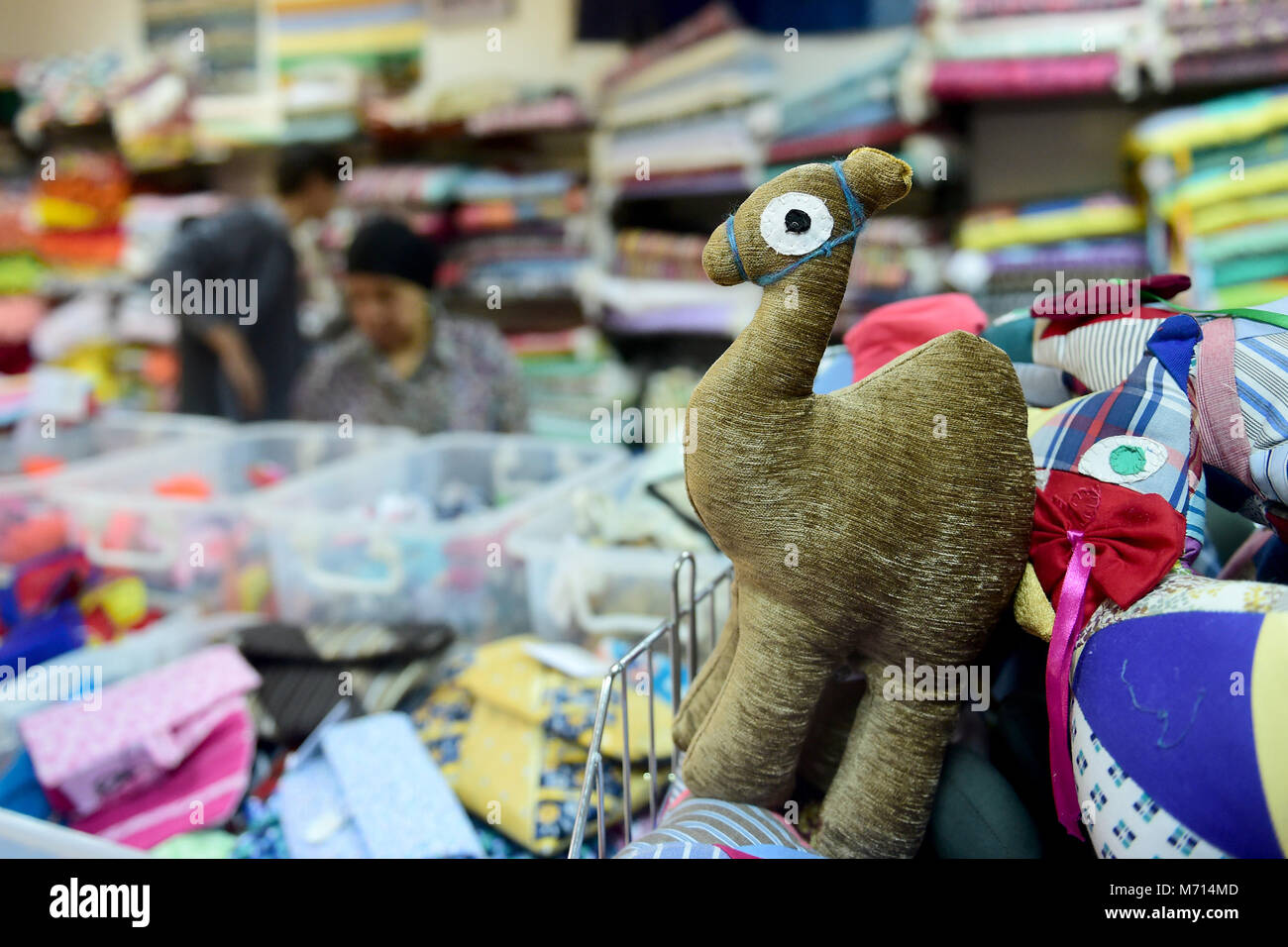 (180307) -- CAIRO, March 7, 2018 (Xinhua) -- Handicrafts made from recycled materials are displayed at a workshop - Stock Image