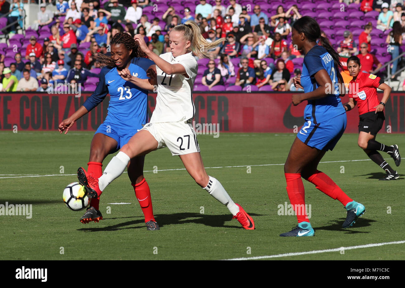 Orlando, Florida, USA. 7th Mar, 2018. Germany forward Lea Schüller (27) battles for ball possession with - Stock Image