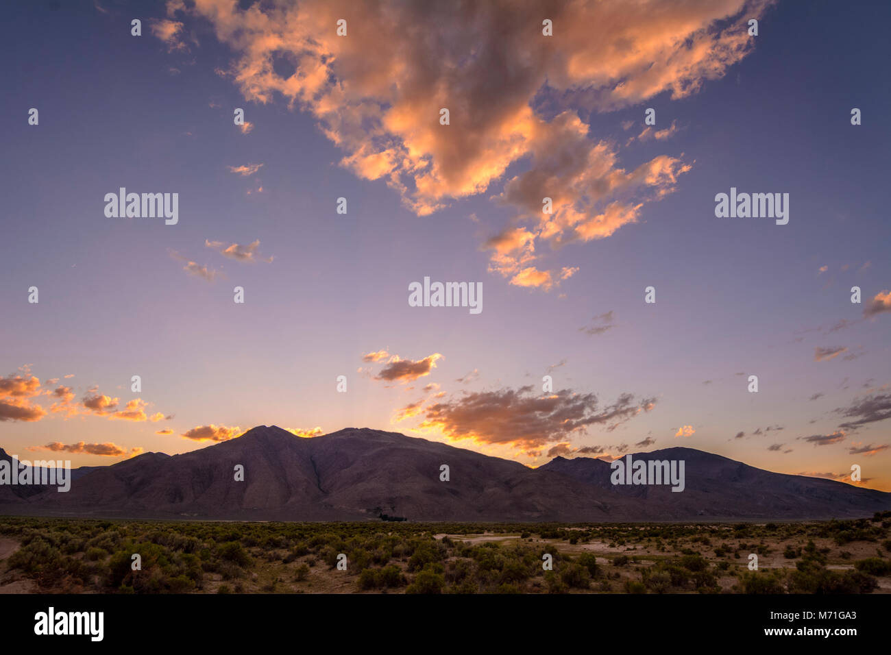 Pueblo Mountain at sunset, from Pueblo Valley in the Alvord Desert, southeast Oregon. - Stock Image