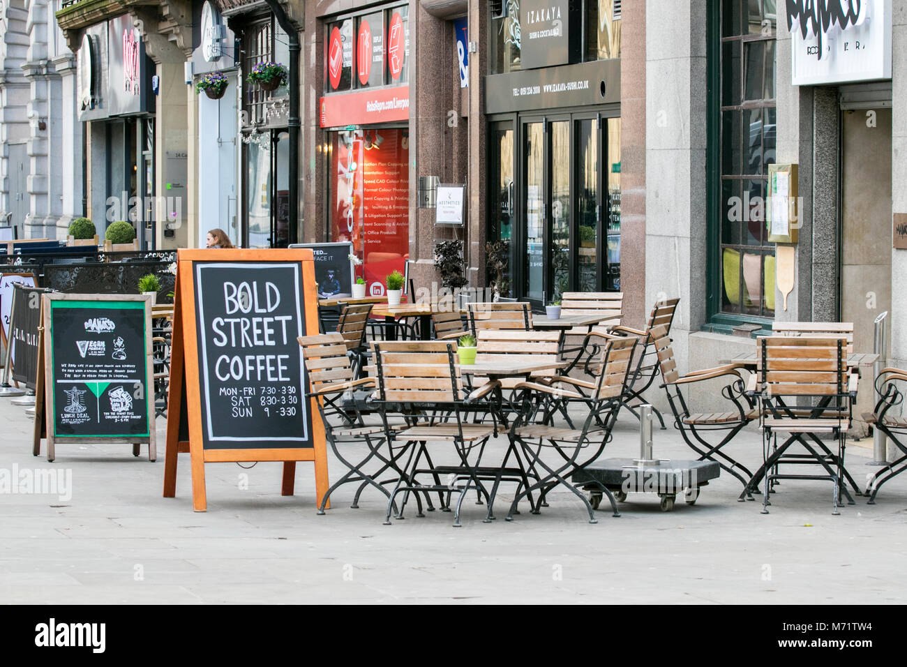 bold street Liverpool city centre outdoor alfresco tables chairs coffee shop cafe street cafeteria restaurant - Stock Image