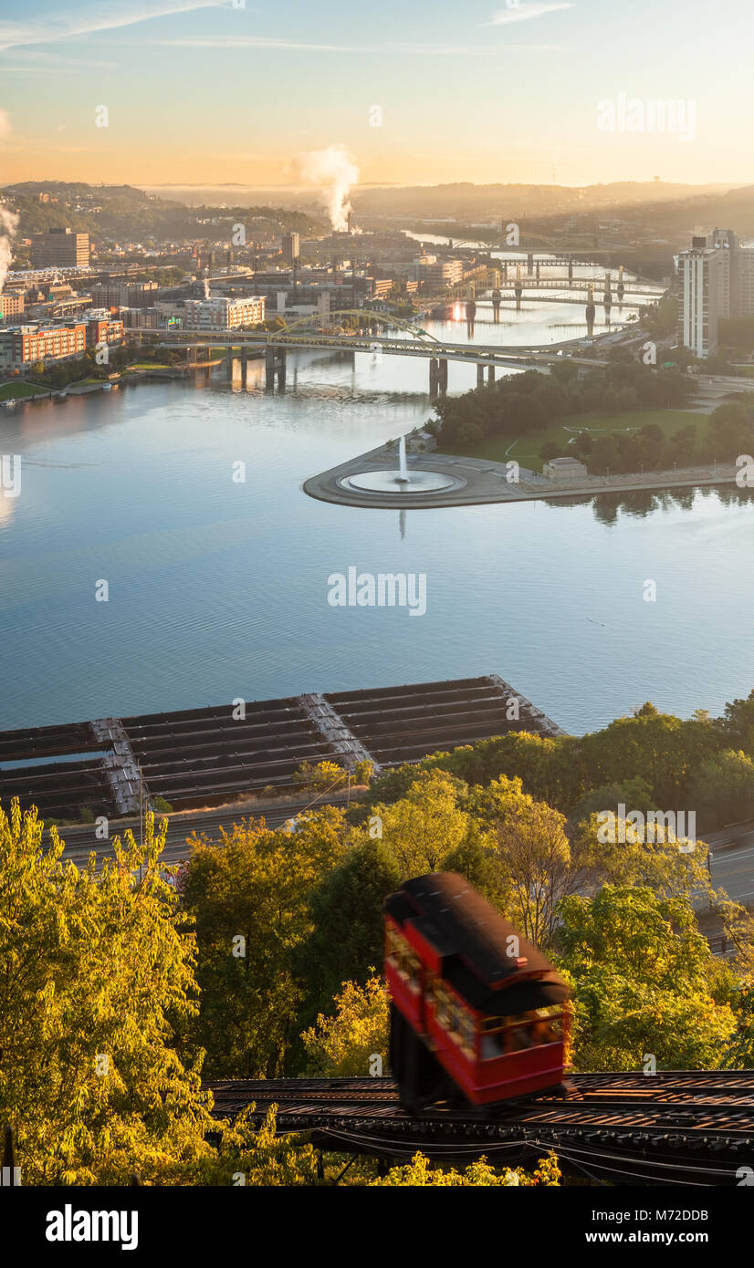 The Duquesne Incline above the Allegheny River in Pittsburgh, Pennsylvania, USA. - Stock Image