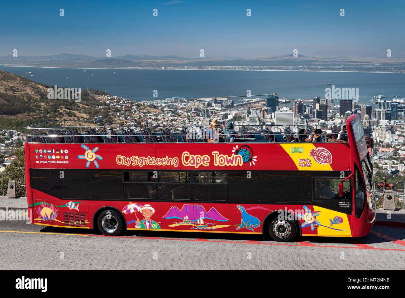 Red sightseeing bus in Cape Town. - Stock Image