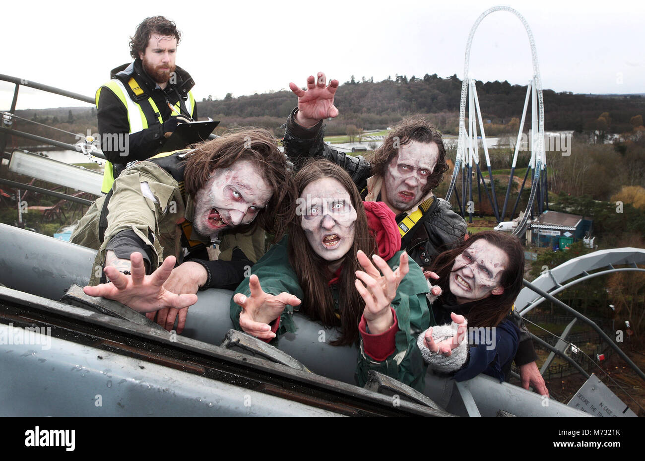 *** EMBARGOED TO 0001 Tuesday February 6 *** Scare actor candidates are auditioned at 127 feet in the air on The - Stock Image
