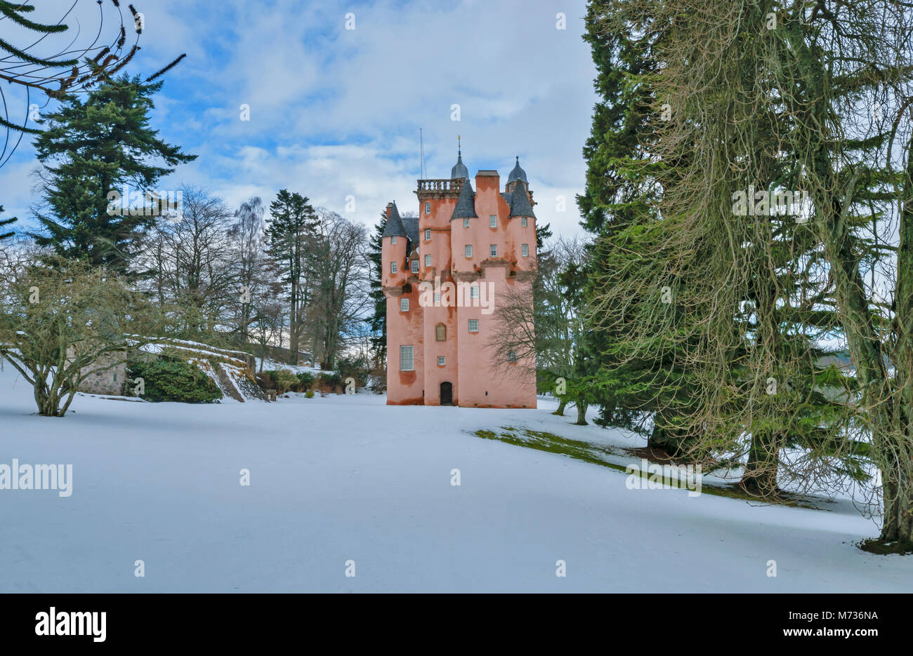 CRAIGIEVAR CASTLE ABERDEENSHIRE SCOTLAND SURROUNDED BY DEEP WINTER SNOW AND EVERGREEN PINE TREES - Stock Image