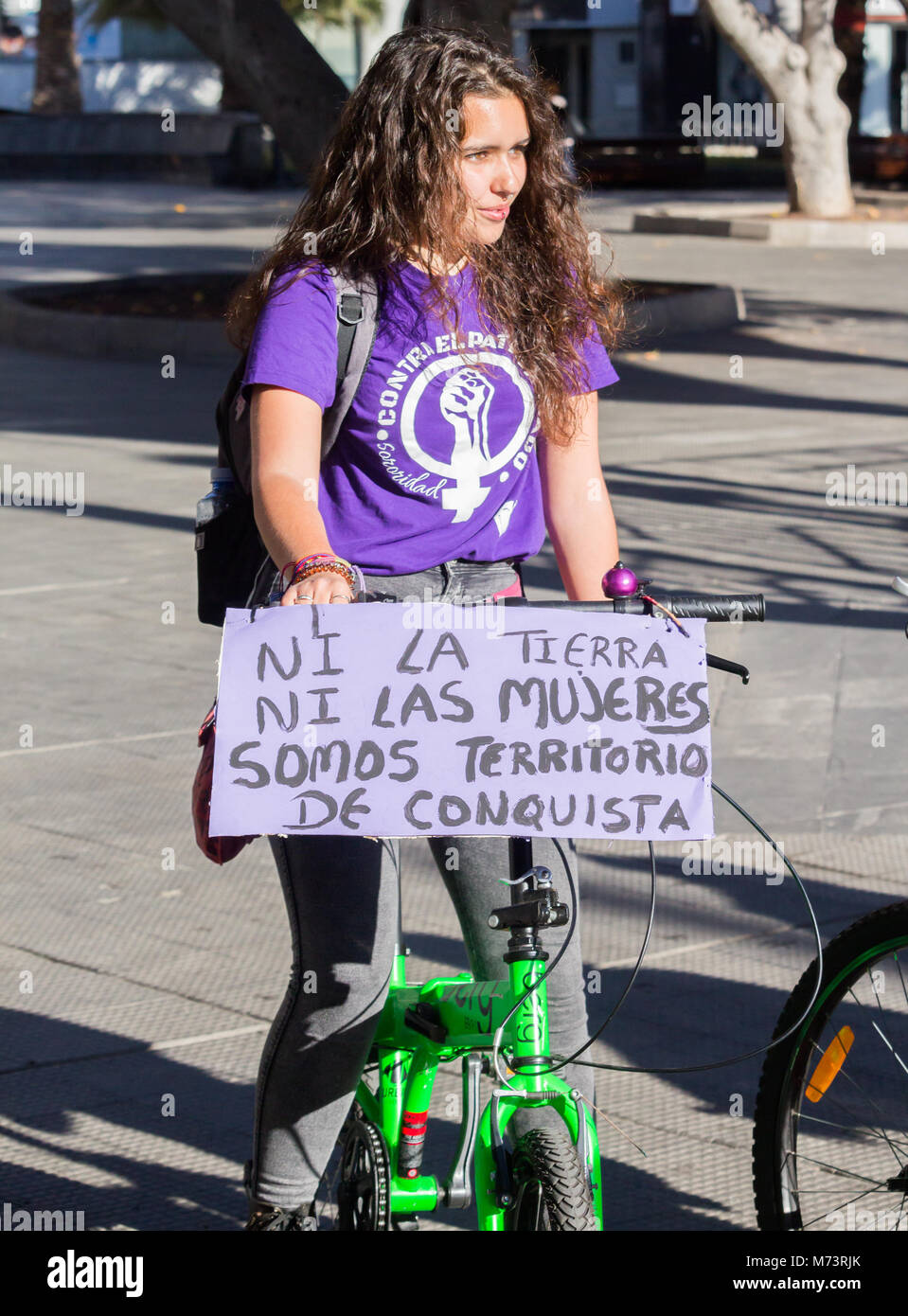Las Palmas, Gran Canaria, Canary Islands, Spain. 8th March, 2018. Women take to the streets by bike on International Stock Photo