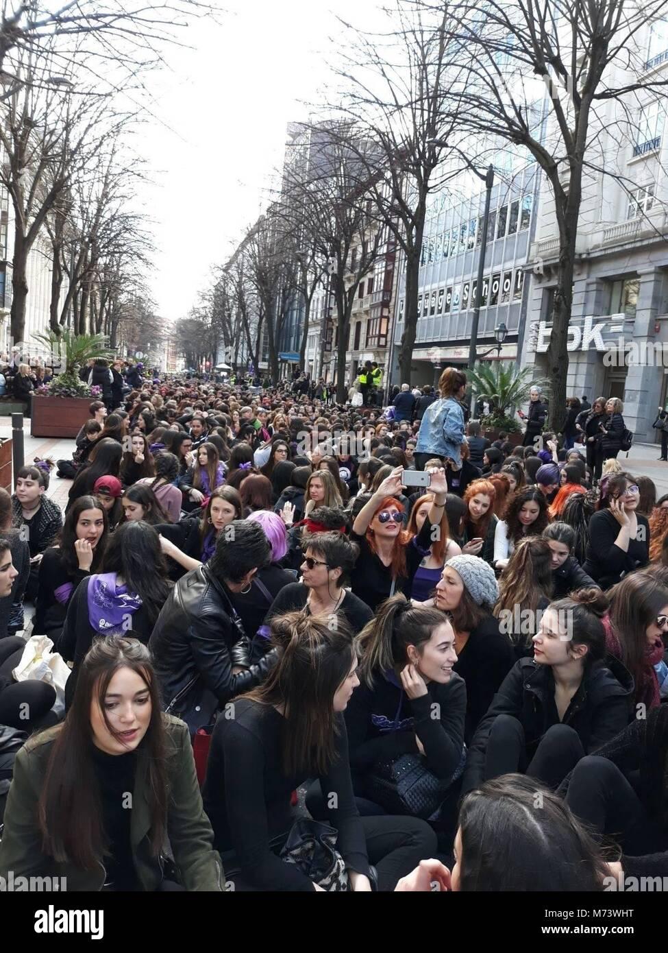 Pie de Foto: 8M  Noticia Asociada: Miles de mujeres secundan en las tres capitales vascas las sentadas convocadas - Stock Image