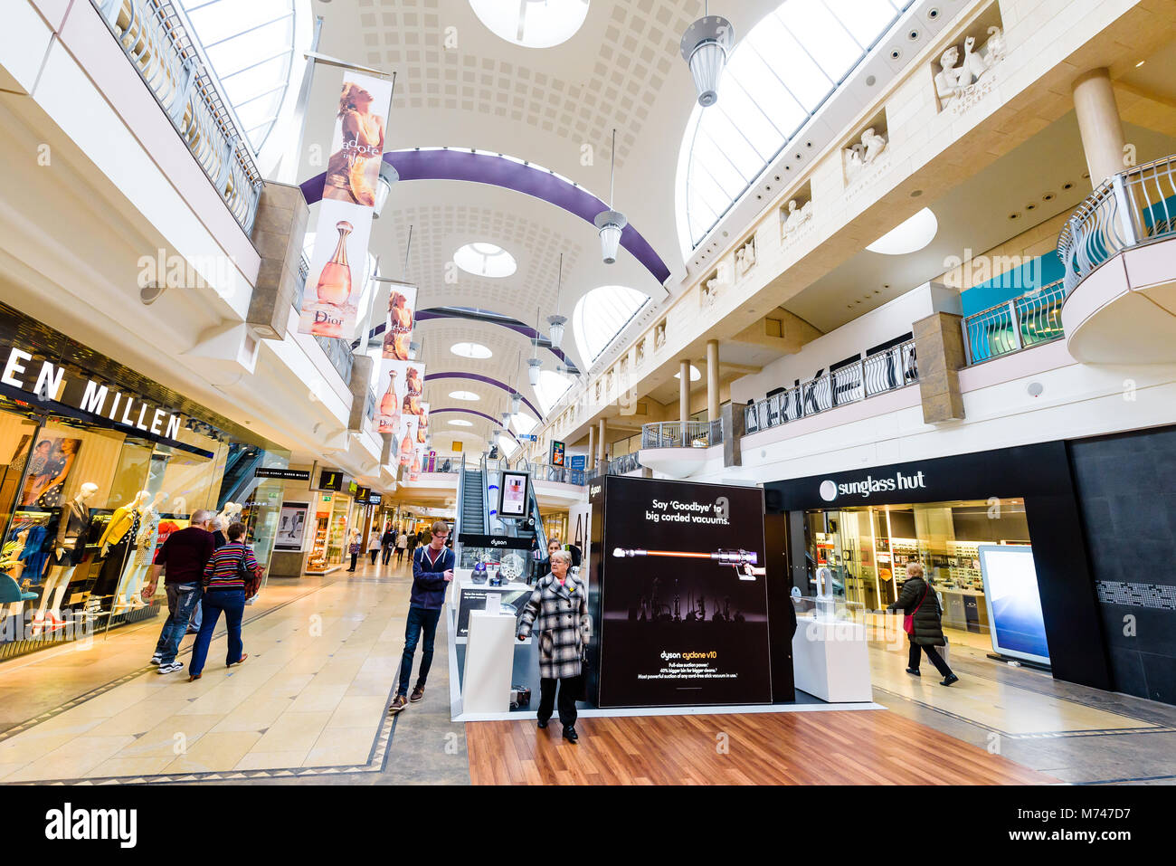 5429f40043d Bluewater Shopping Centre Kent Stock Photo  176499939 - Alamy