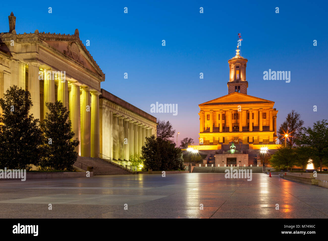State Capitol Building and War Memorial Building in Legislative Plaza, Nashville, Tennessee, USA - Stock Image