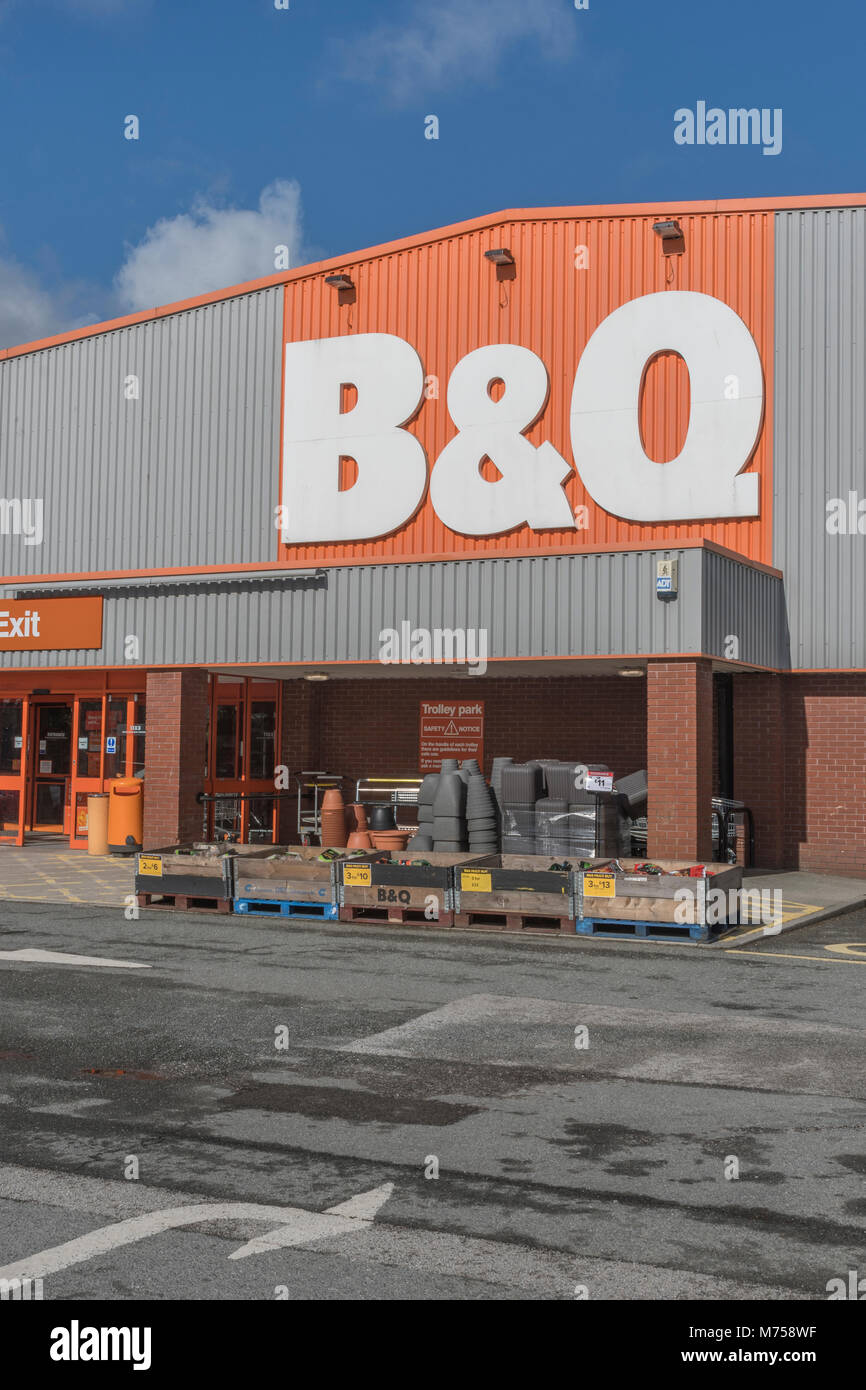 Death of the High Street metaphor. Front of DIY retail chain B&Q store in St. Austell, Cornwall - owned by home Stock Photo