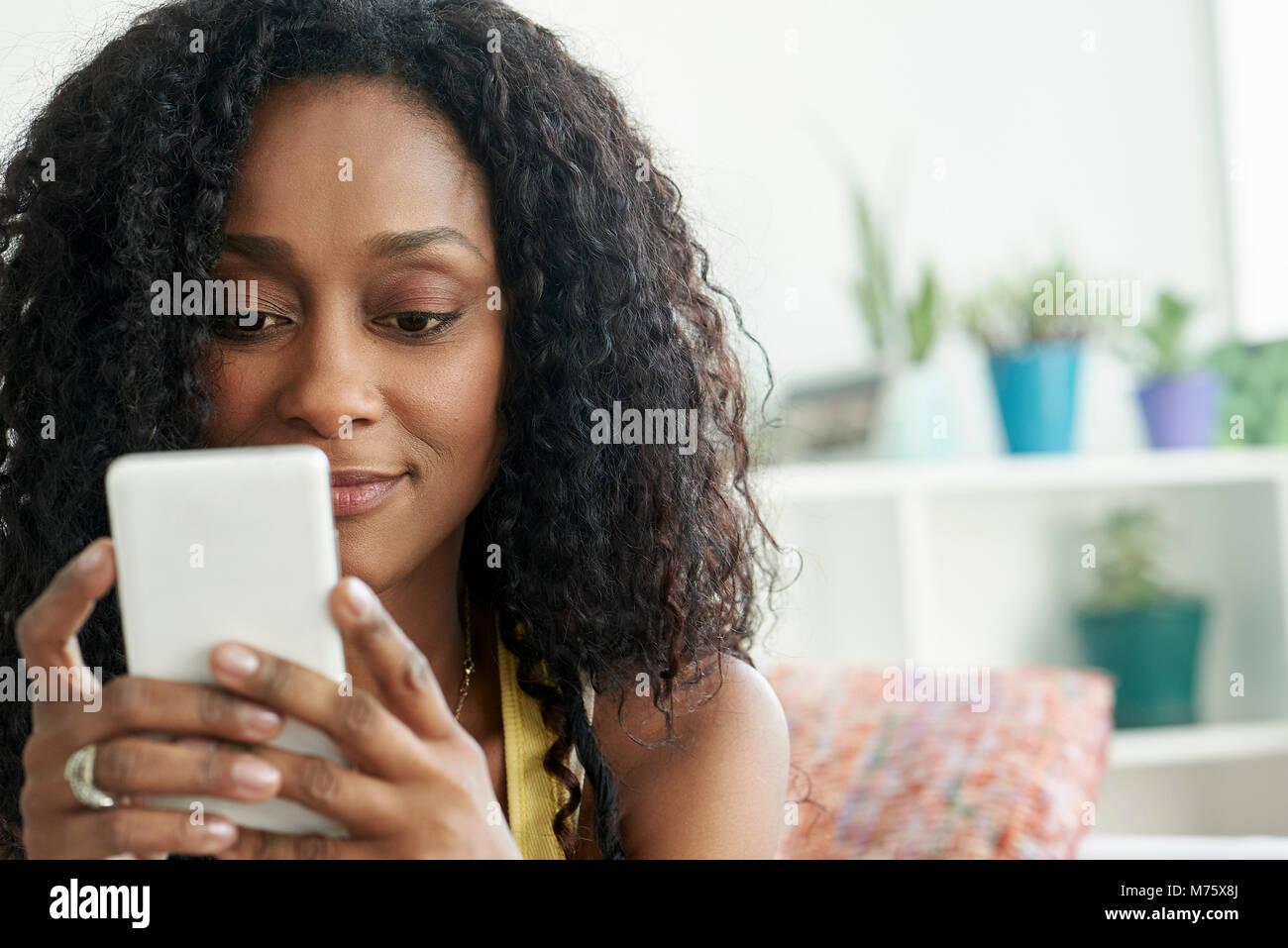 Woman using mobile phone - Stock Image
