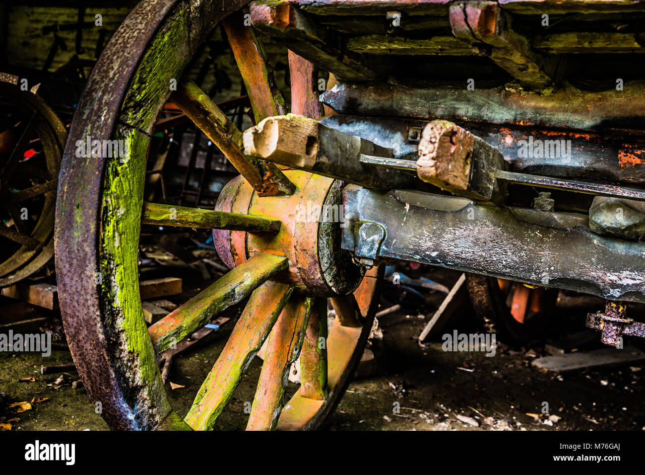 Rotten cartwheel on a vintage hay cart - Stock Image