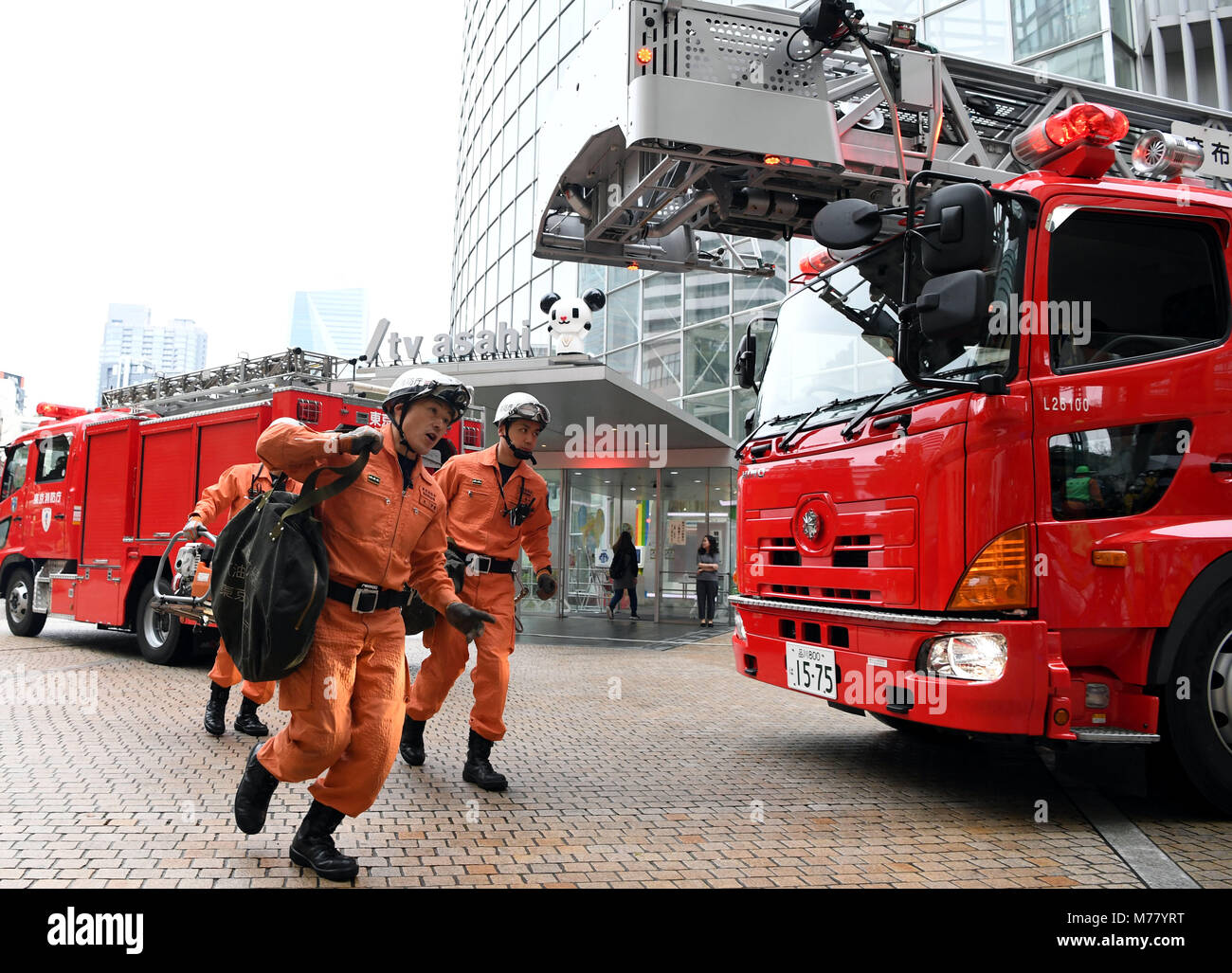 Tokyo, Japan. 9th Mar, 2018. Firefighters take part in a disaster drill in Tokyo, Japan, March 9, 2018. The drill - Stock Image