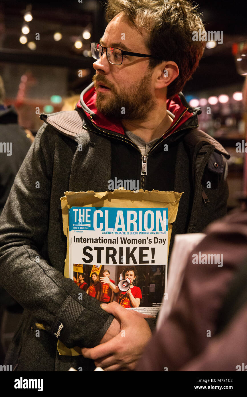 London, UK. 8th March, 2018. A man holds an edition of 'The Clarion' on the picket line of striking cinema - Stock Image