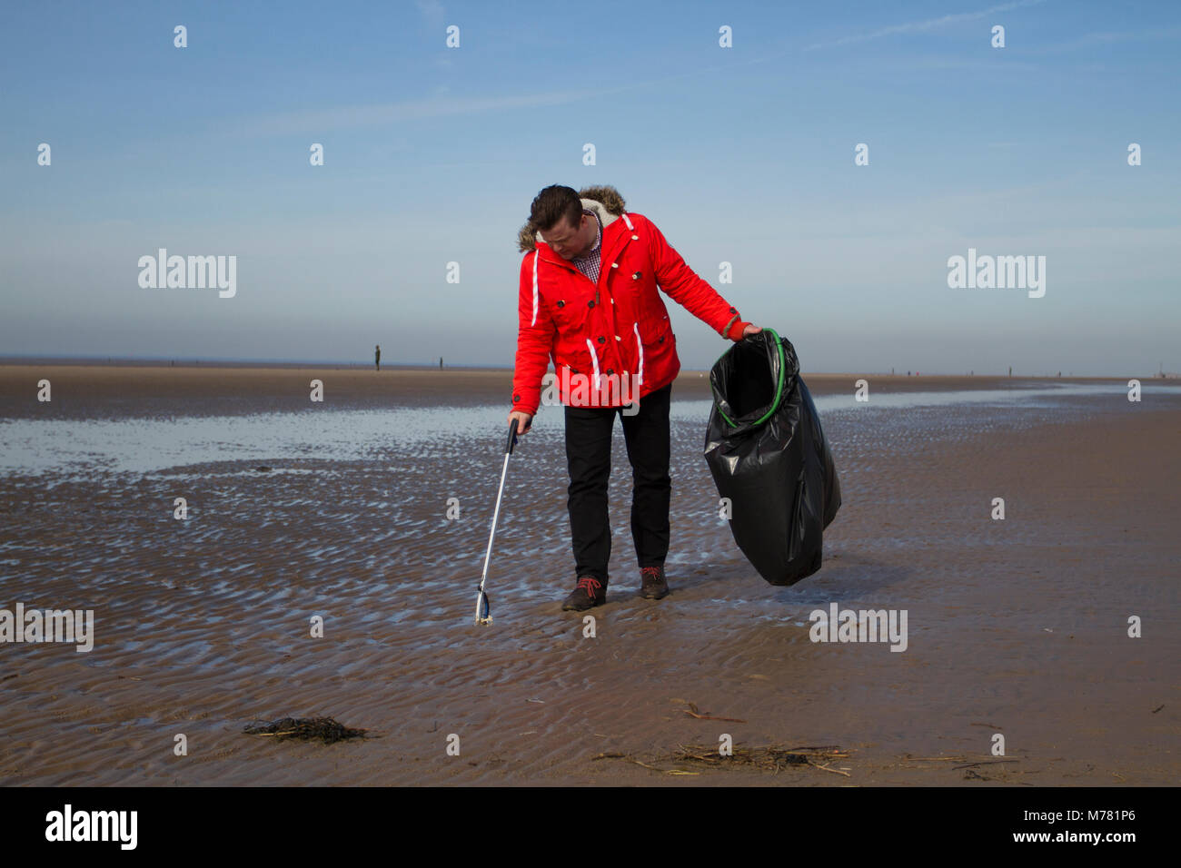Crosby, Merseyside.  UK Weather. 9th March, 2018.  Saul Brennan a Network rail 'Social Responsibilty' volunteer - Stock Image