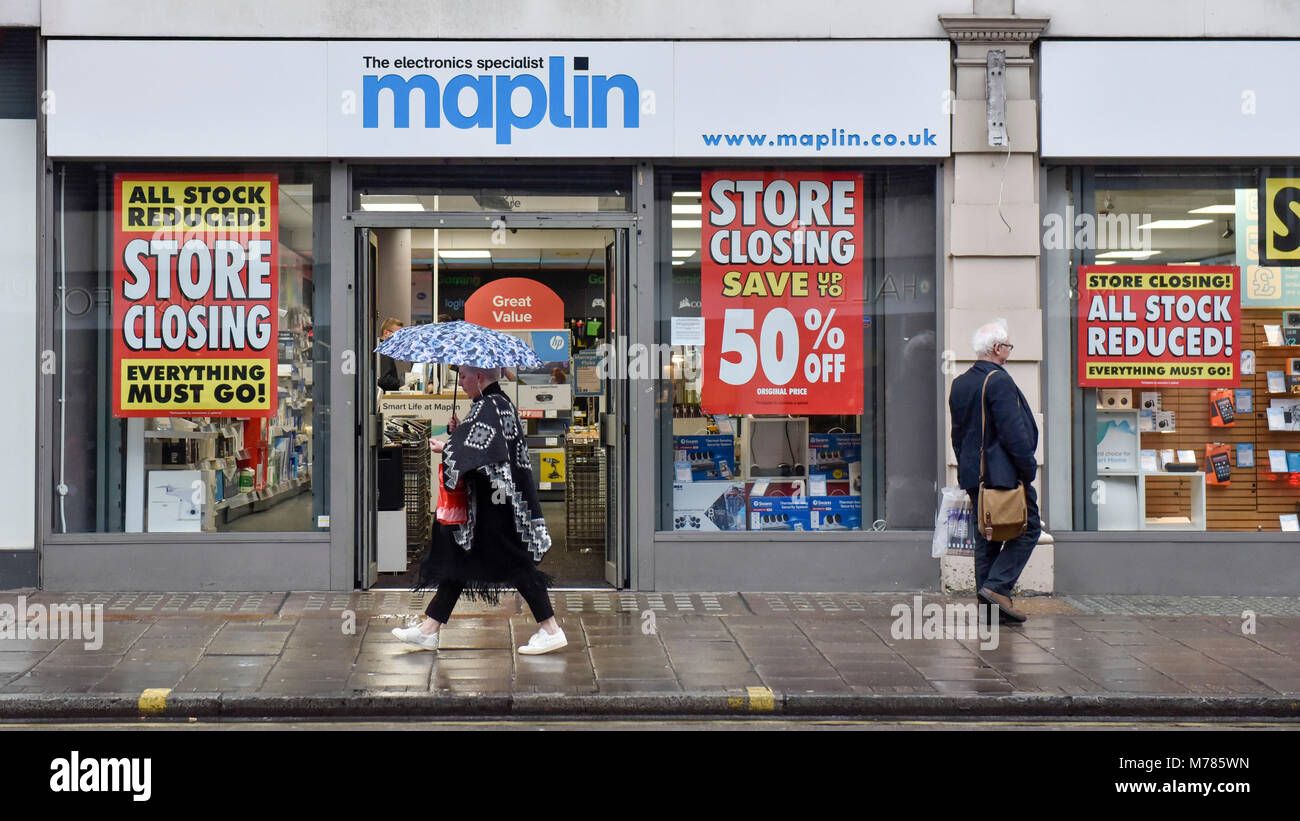 London, UK.  9 March 2018.  Discount signs have been hung on the windows of the Maplin electrical store on Tottenham - Stock Image