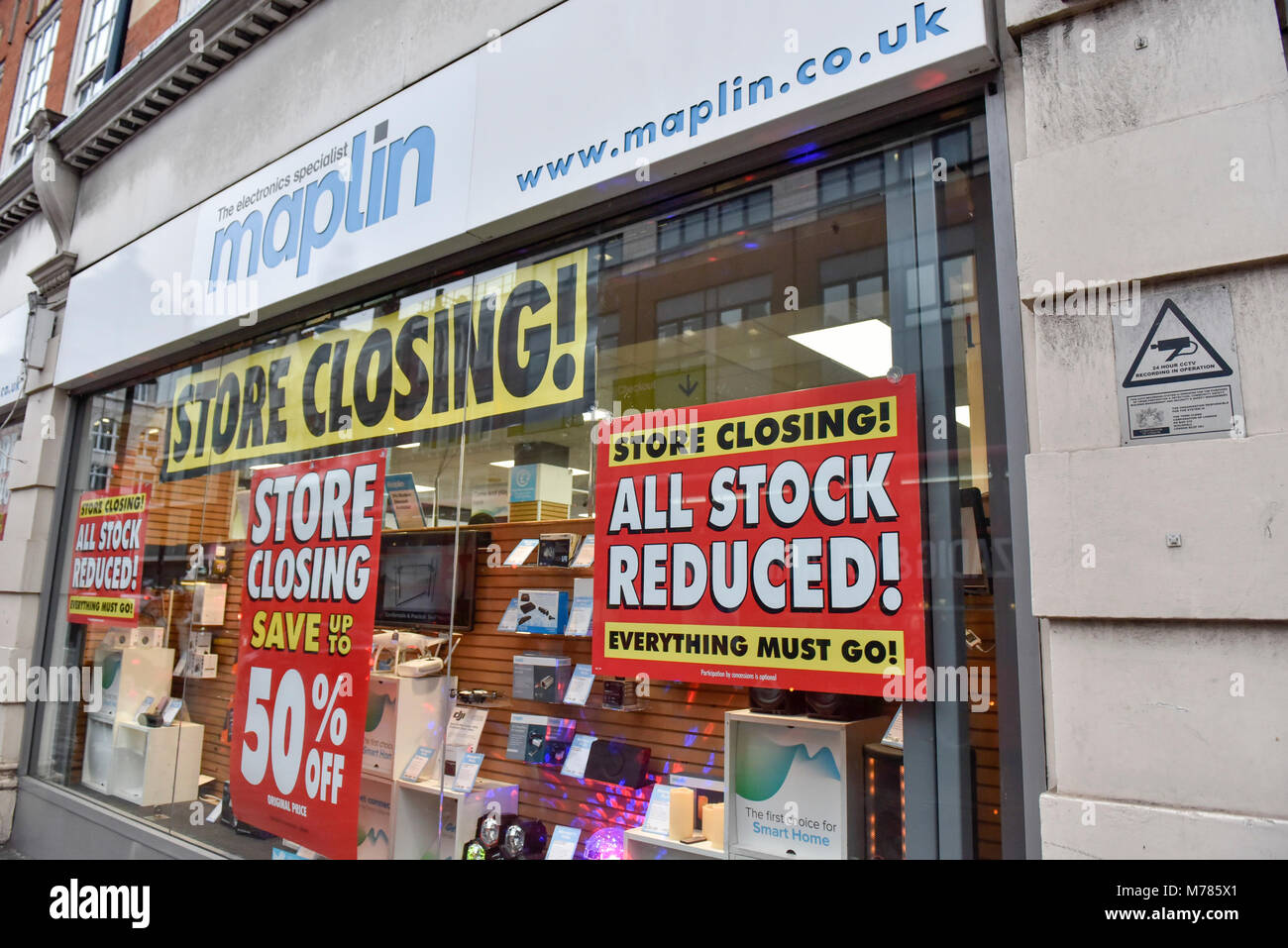 London, UK.  9 March 2018.  Discount signs have been hung on the windows of the Maplin electrical store on Tottenham Stock Photo