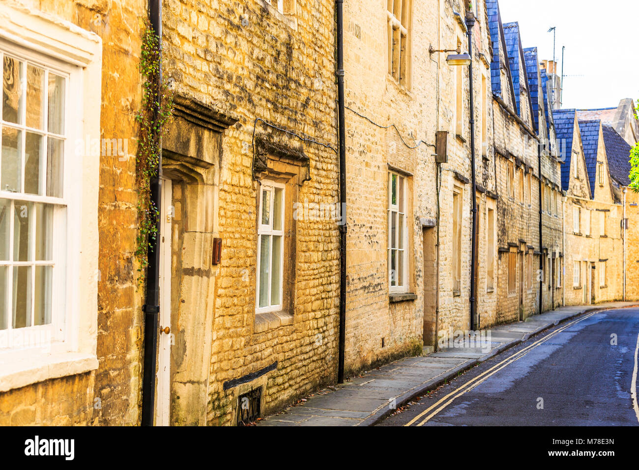 A row of Cotswold stone  cottages in Cirencester, Gloucestershire. - Stock Image
