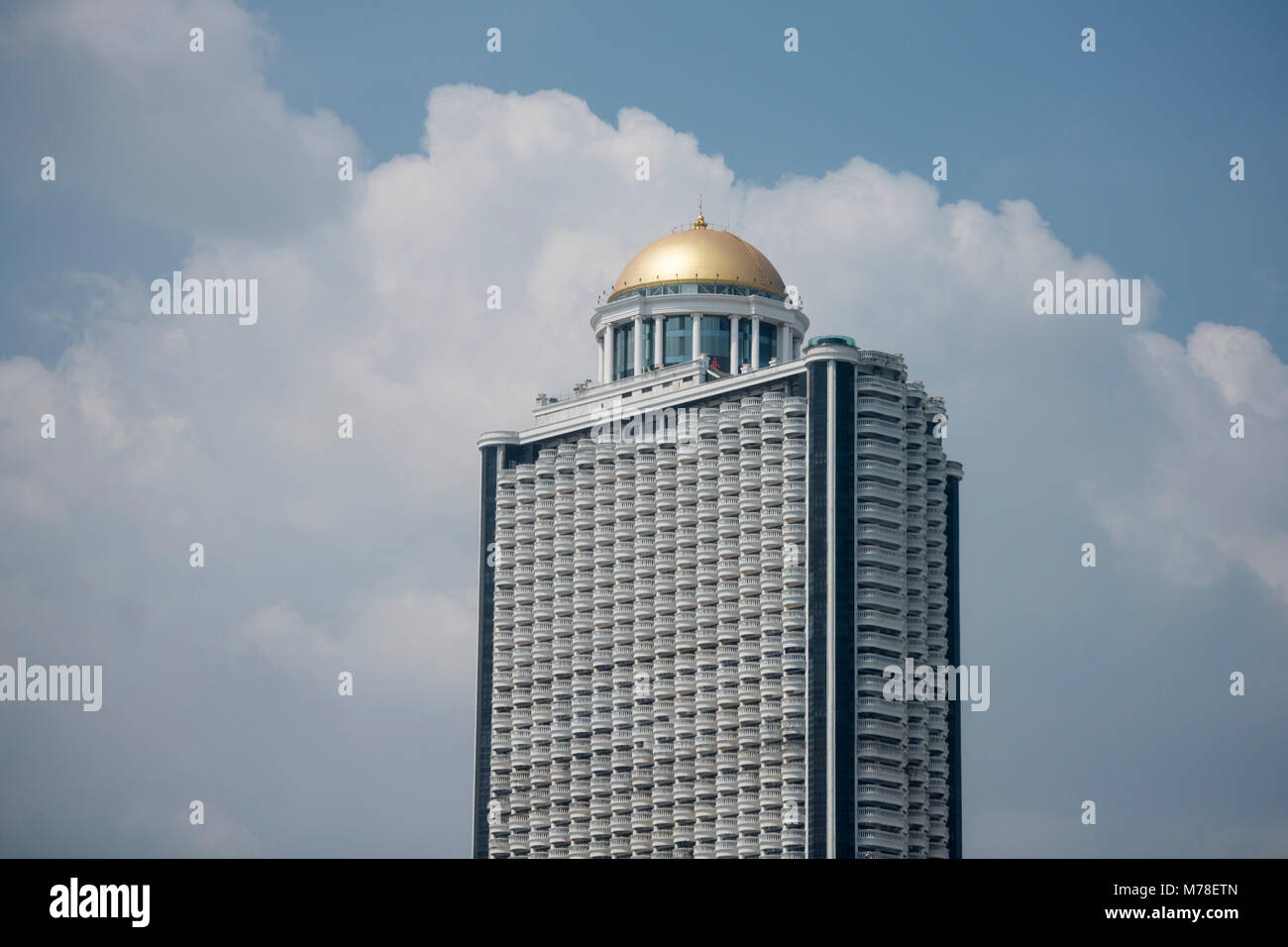 the roof top bar sky bar at the Labua Tower in the Skyline at the chao phraya river in the city of Bangkok in Thailand. - Stock Image