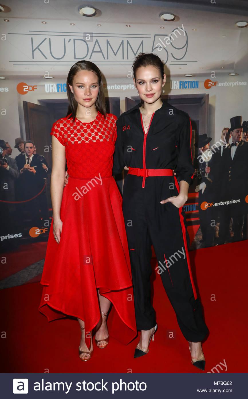 Sonja Gerhardt und Emilia Schüle bei der Premiere mit Fototermin für 'Ku'damm 59' im Cinema - Stock Image