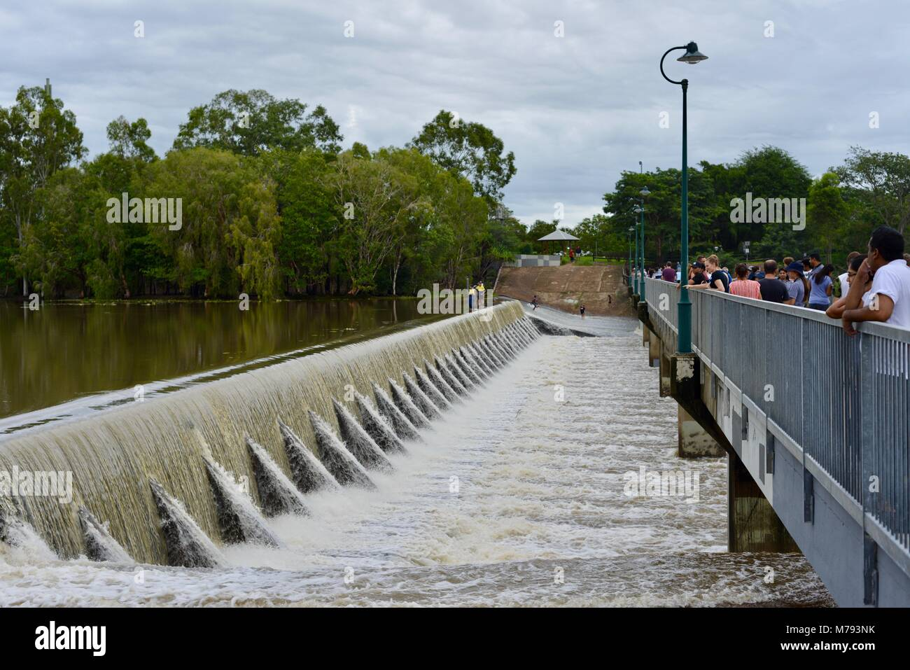 Crowds of people come to see water cascading over Aplins weir after storms and heavy rainfall, Aplins weir, Townsville, - Stock Image
