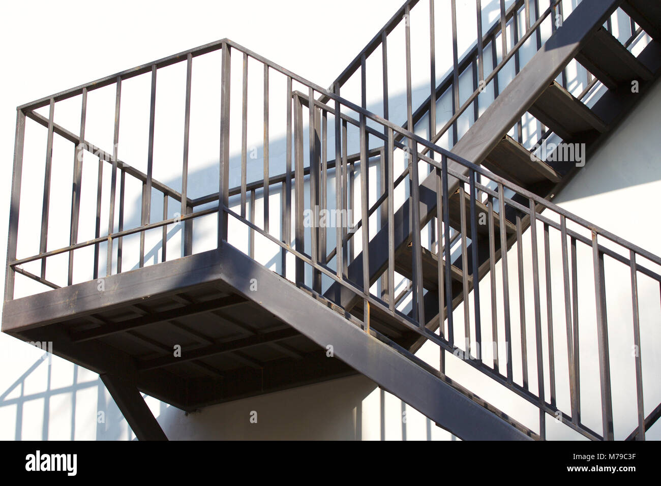 Incroyable Metal Structure Of A Metal Staircase Outside A Multistory Building
