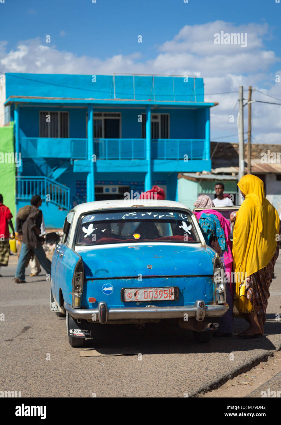 Harari famous peugeot 404 taxi in the old town, Harari region, Harar, Ethiopia - Stock Image