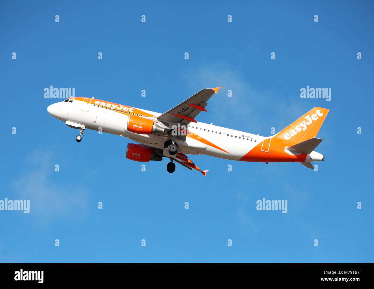 easyjet leaves Edinburgh Airport Stock Photo