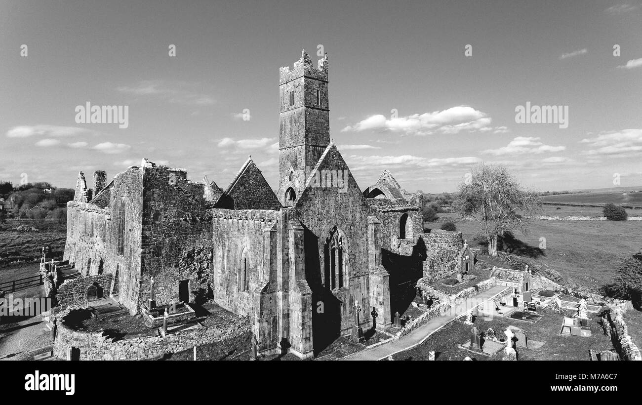 black and white photograph of an old irish ruined castle abbey. quin abbey in county clare ireland - Stock Image