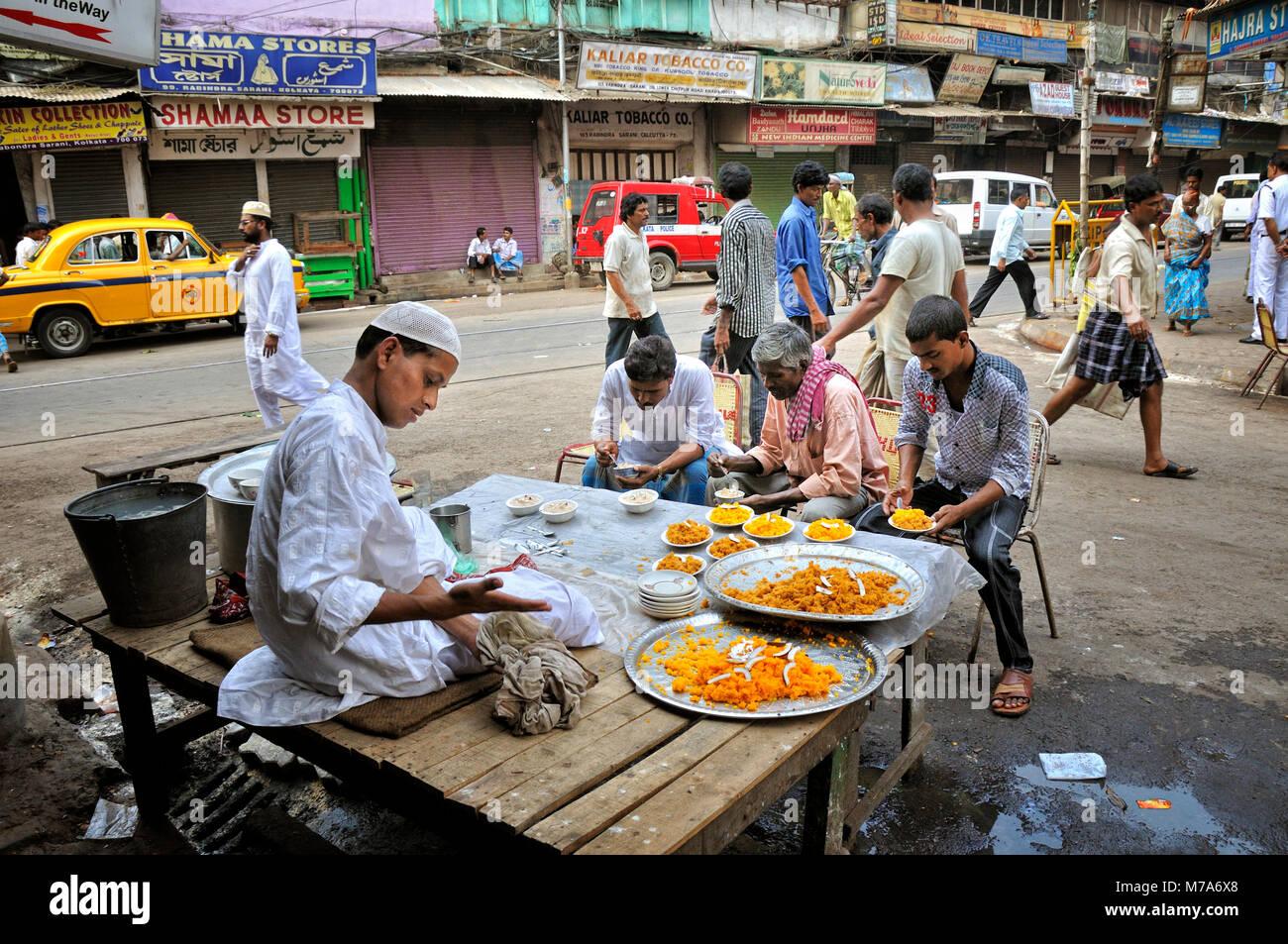 Street food in Kolkata. Muslim quarter, India - Stock Image