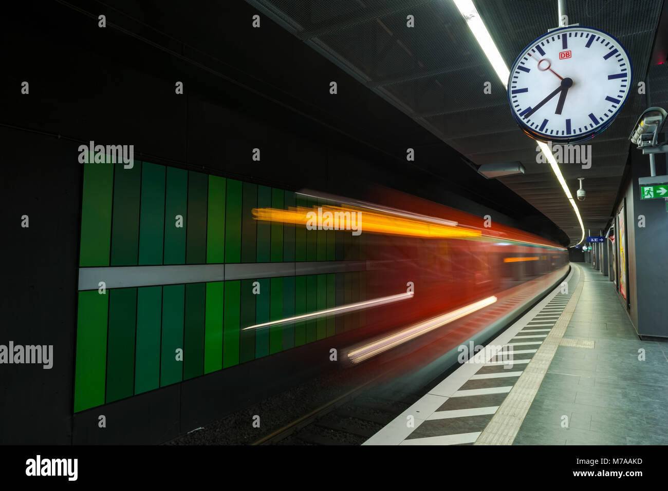 Train coming in at the platform, metropolitan station Taunusanlage, Westend, Frankfurt am Main, Hesse, Germany - Stock Image