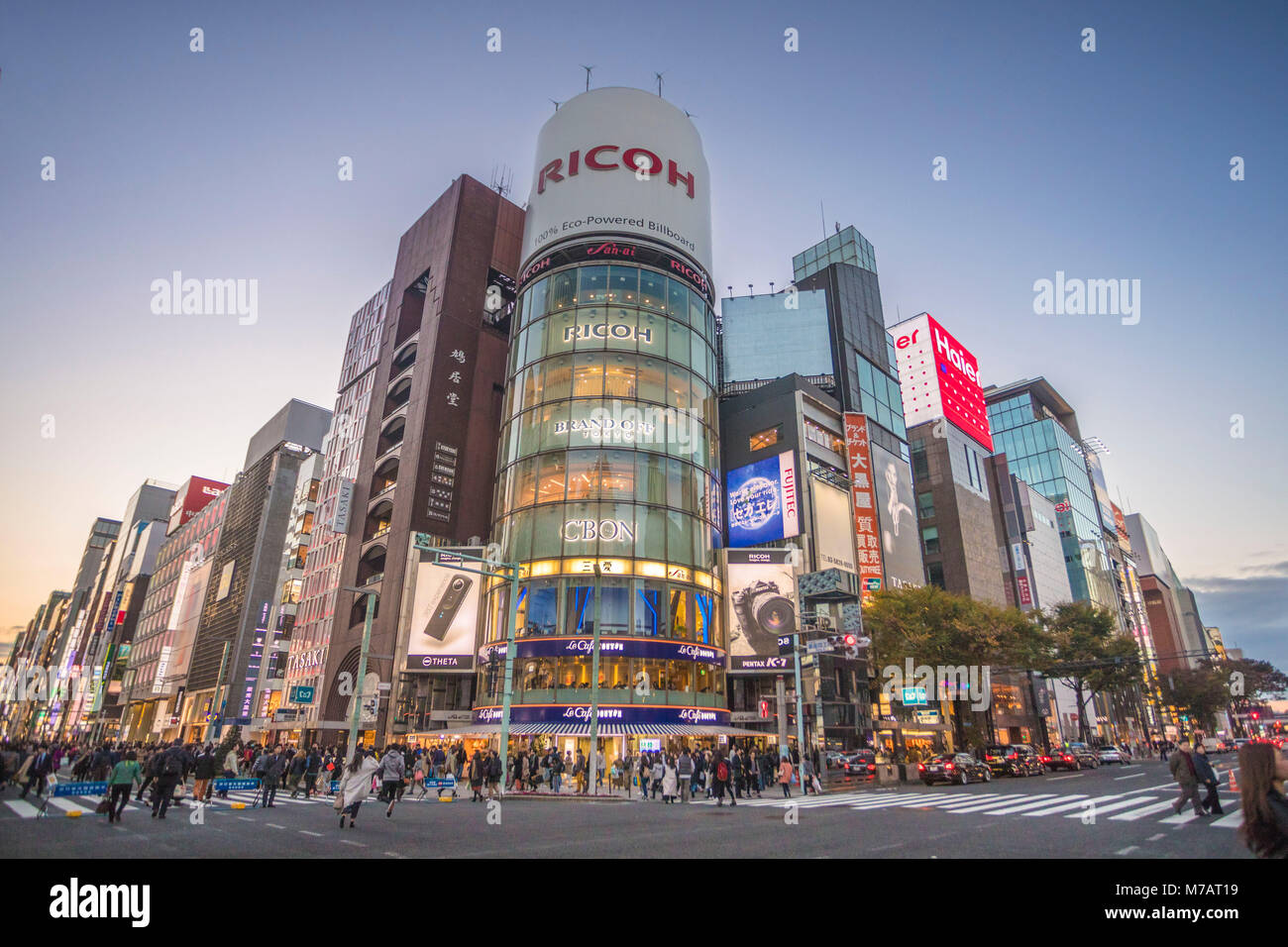 Japan, Tokyo City, Ginza District, Chuo and Harumi avenues crossing - Stock Image