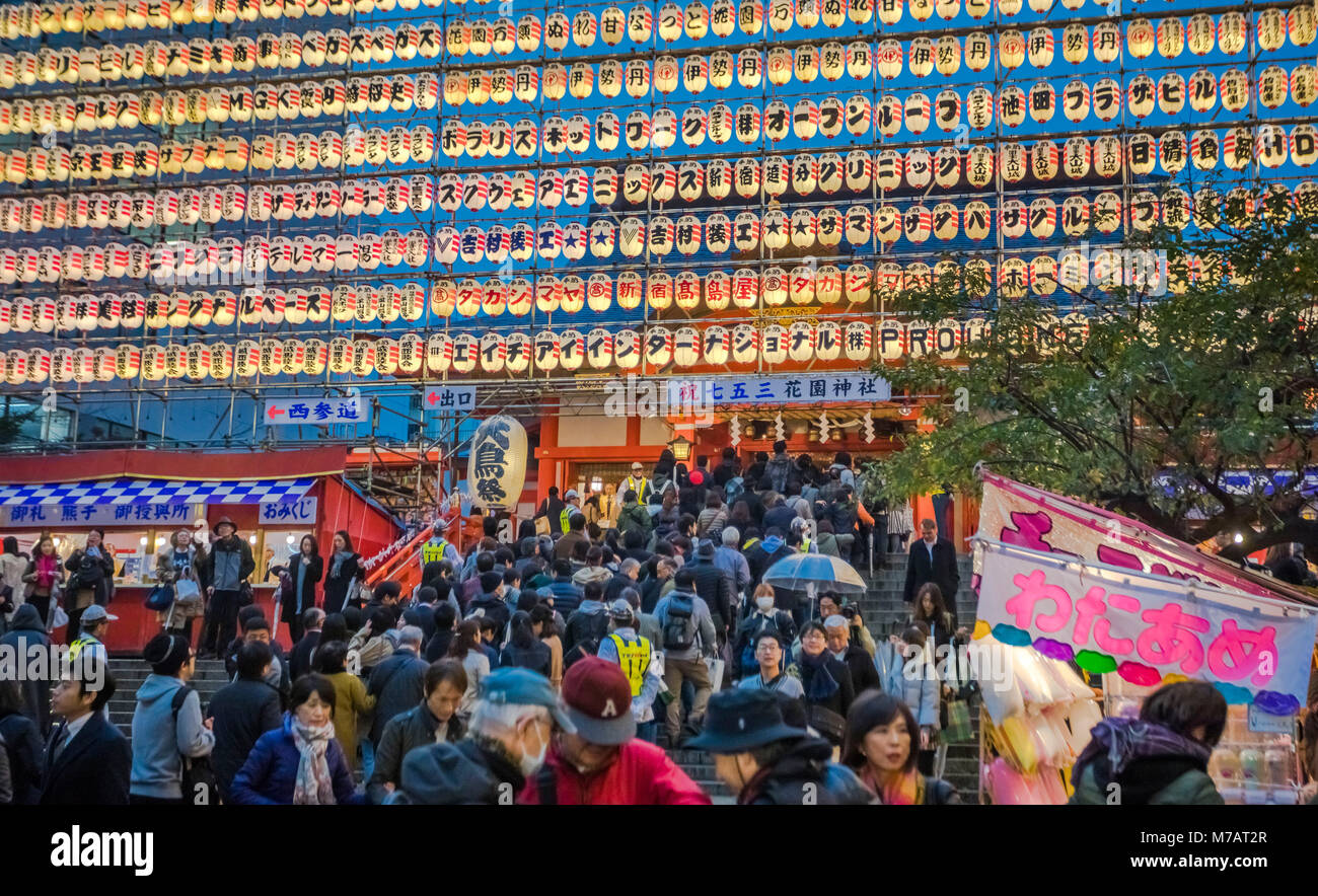 Japan, Tokyo City, Shinjuku District, Tori no Ichi celebration, Hanazono Inari Shinto Shrine - Stock Image