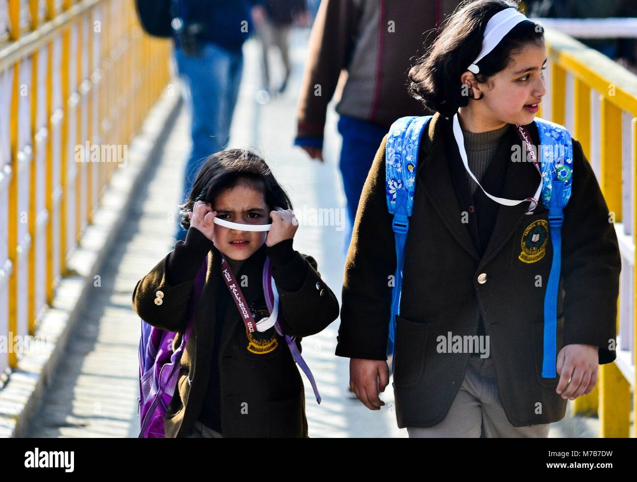 Srinagar, India. 10th Mar, 2018. Kashmiri girl students walk towards the school on the first day of the schooling - Stock Image