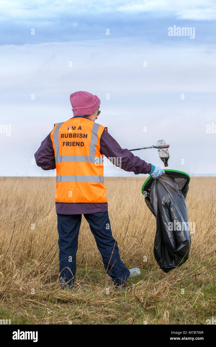 Southport, UK.10th Mar, 2018. Plastic clean up on the beach foreshore on the 10th March 2018.  Staff at RSPB Marshside, - Stock Image