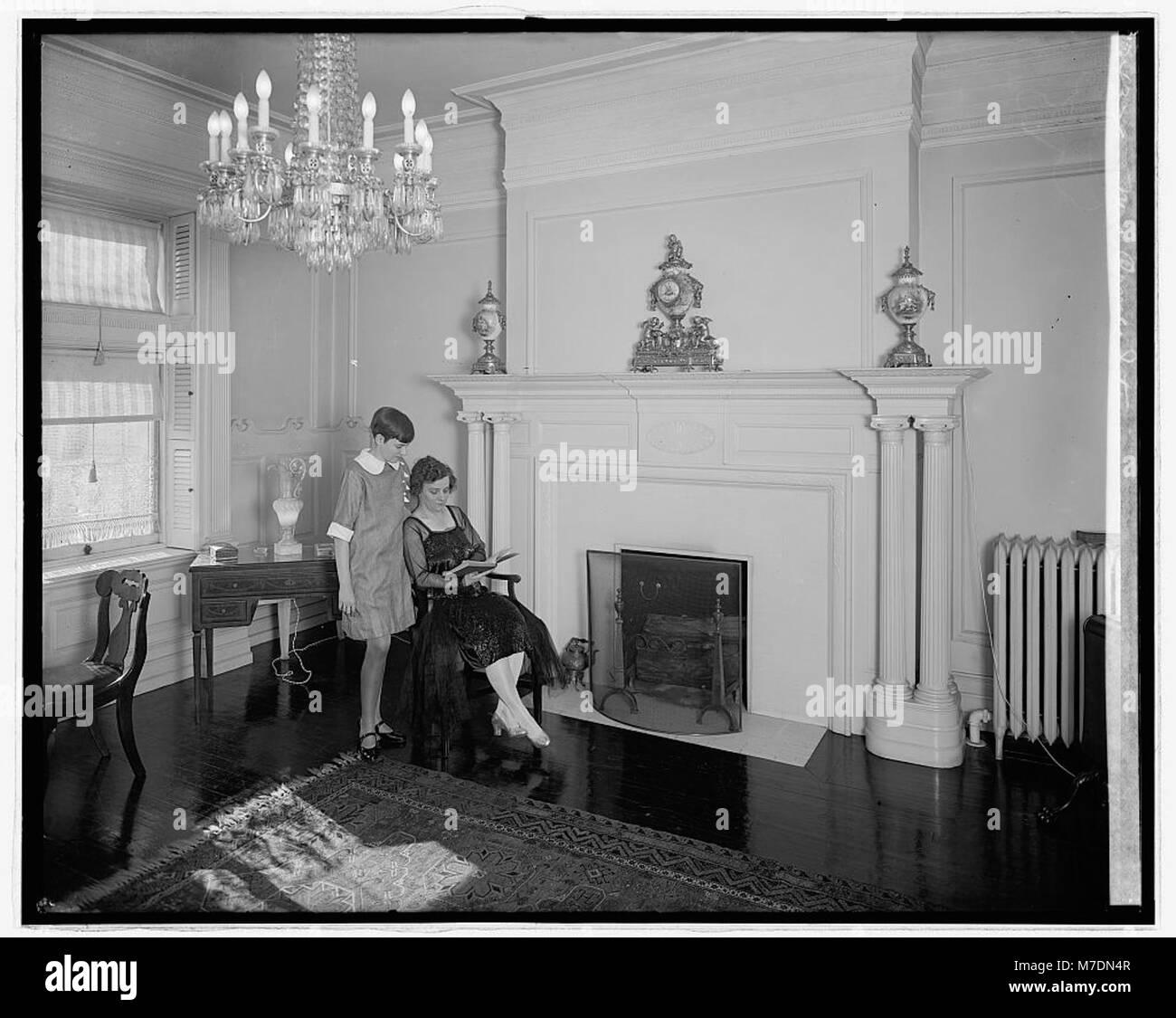 Mrs. Arme interior LCCN2016826405 Stock Photo